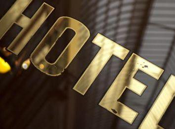 Rolety do hotelu, czyli jak zadbać o wygodę i prywatność gości?