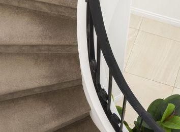 Rolety na klatkę schodową, czyli połączenie przyjemnego z pożytecznym