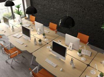 Jak dobrać rolety do biura?