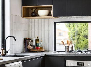 Rolety do kuchni, czyli co powiesić w kuchennym oknie?
